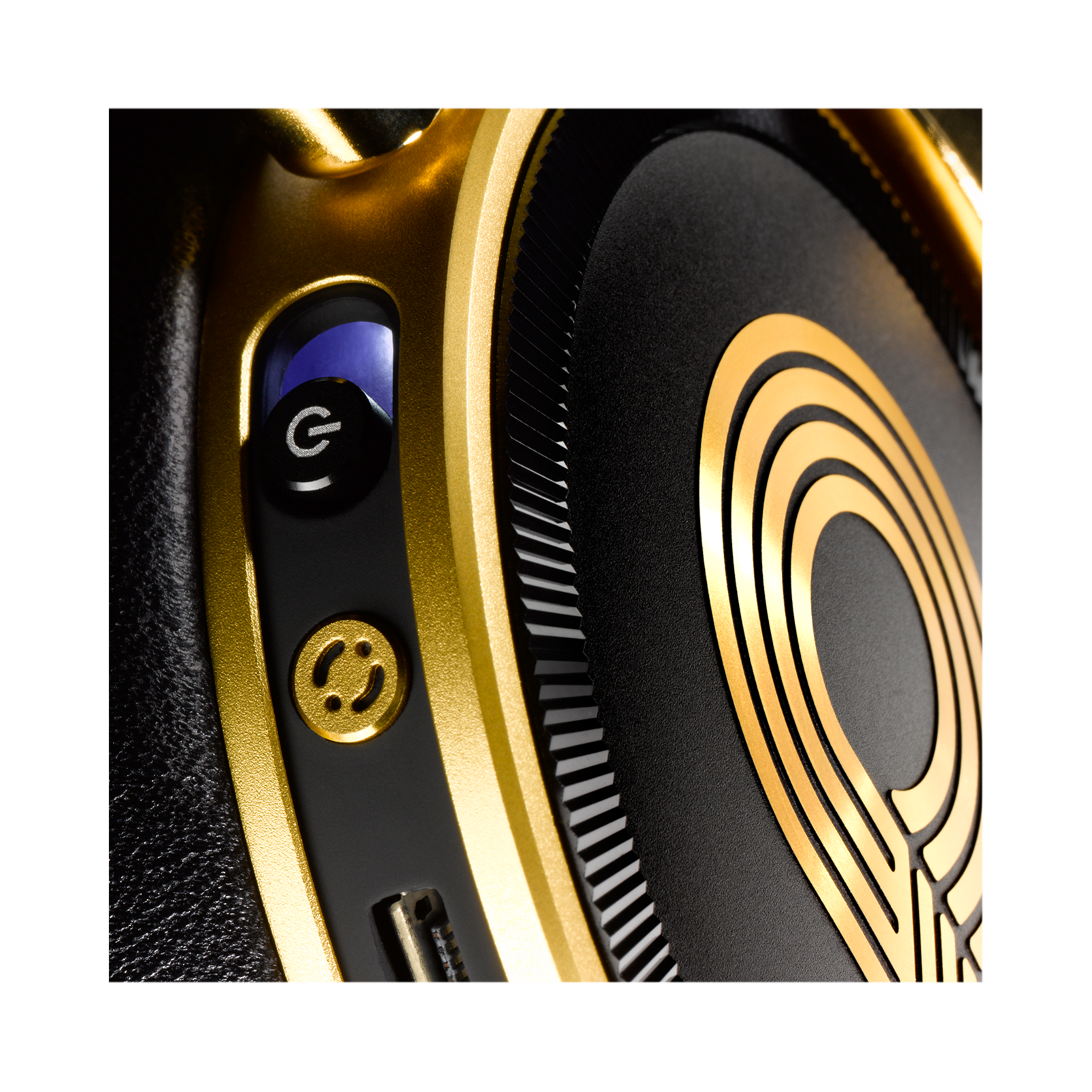 N90Q - Gold - Reference class auto-calibrating noise-cancelling headphones - Detailshot 12
